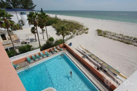 Corner unit from the fourth floor overlooking the pool, beach and Gulf of Mexico - 423 - Island Inn - Treasure Island - rentals