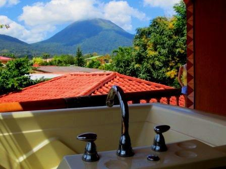 The perfect retreat! Imagine relaxing in the Jacuzzi with the Arenal Volcano for a backdrop! - Cabina Calkins! - La Fortuna de San Carlos - rentals