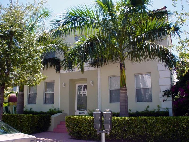 SoFi Villas Front - SoFi Beach-2 bedroom Cottage5 minute walk to Beach - Miami Beach - rentals