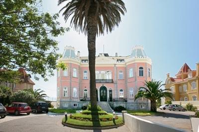Luxury Oceanfront 1 BDR in Charming Chalet Estoril - Image 1 - Estoril - rentals