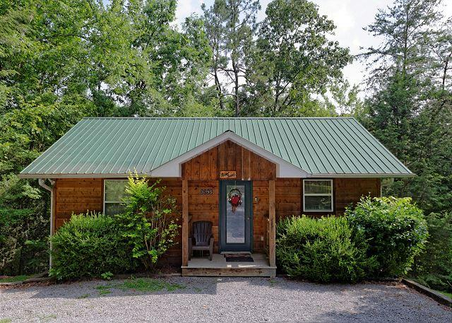 RIVER SOUNDS #121- Outside View of the Cabin - Secluded 1 Bedroom Birds Creek Cabin on the River with Hot Tub and Jacuzzi - Sevierville - rentals
