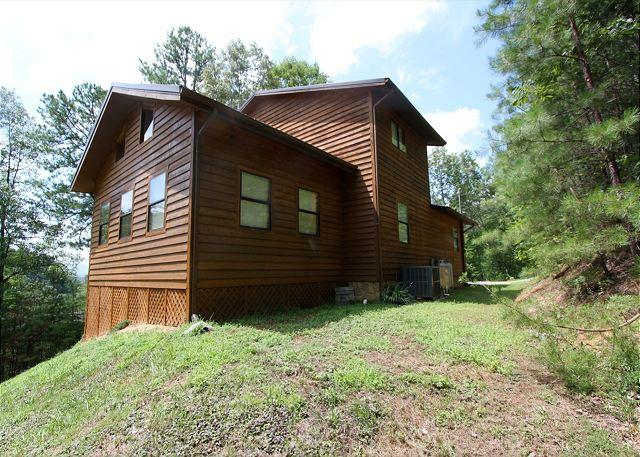 Woodhaven #1741- Outside View of the Cabin - Large Secluded 2 bedroom 2bath log cabin Smoky Ridge Resort Theater/Game Room - Sevierville - rentals