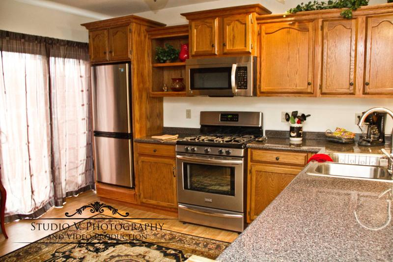 Hamlin Lake Haus Parkview Studio features a gourmet kitchen. - Parkview Hamlin Lake Haus Condo Smethport PA Wilds - Smethport - rentals