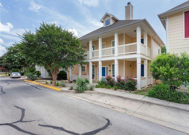 Modern Colonial 4 Bedroom Minutes From Downtown - Image 1 - Austin - rentals