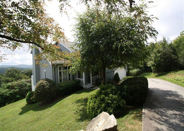 A Place Apart fantastic mountain home with perfect views, sleeps 8 - Image 1 - Blowing Rock - rentals