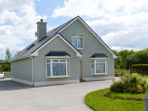 MARGARET'S HOUSE, country views, ground floor bedroom, family-friendly cotage near Abbeyfeale, Ref. 28308 - Image 1 - Abbeyfeale - rentals