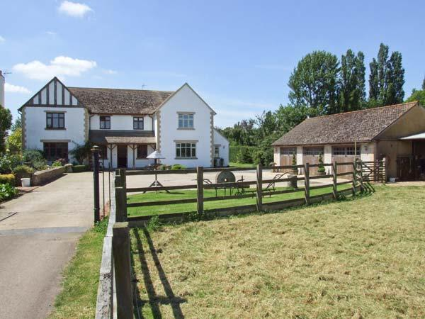 THE LILACS, underfloor heating, WiFi, snooker and table tennis in shared games room, enclosed garden with furniture and hot tub, Ref 914084 - Image 1 - Broadway - rentals