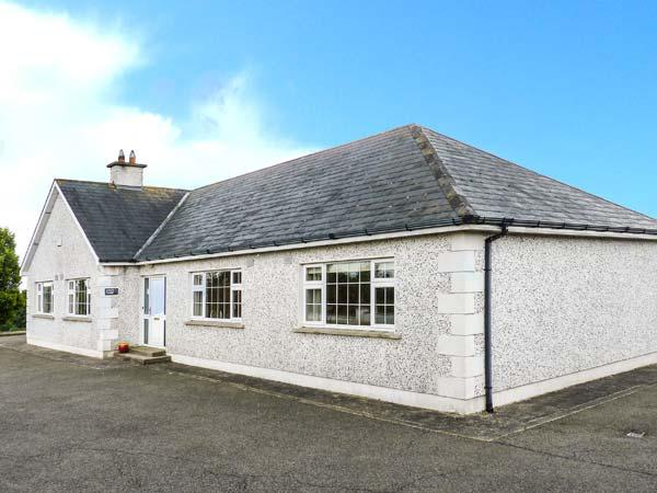 SUSSEX LODGE, detached, family and pet-friendly, off road parking, garden, in Enniscorthy, Ref 914879 - Image 1 - Enniscorthy - rentals