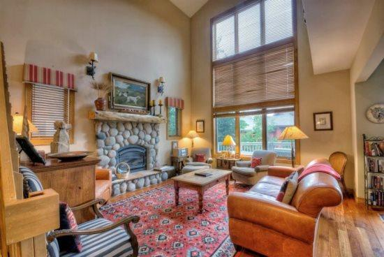 Large Living Area, Vaulted Ceilings, Gas Fireplace - Wildwood Chalet - Steamboat Springs - rentals
