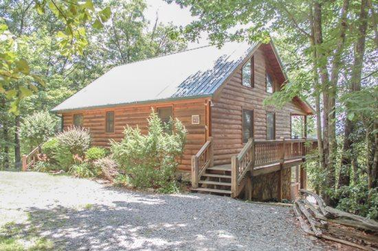 OVERLOOK RETREAT- 4BR/3BA- CABIN WITH AMAZING MOUNTAIN VIEW SLEEPS 8, PRIVATE, FOOSBALL, CHARCOAL GRILL, TWO FIREPLACES, GARDEN TUB! $135/NIGHT! - Image 1 - Blue Ridge - rentals