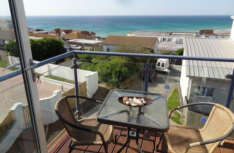 Oceans 1, Apartment 36, Pentire Avenue, Newquay - Image 1 - Newquay - rentals