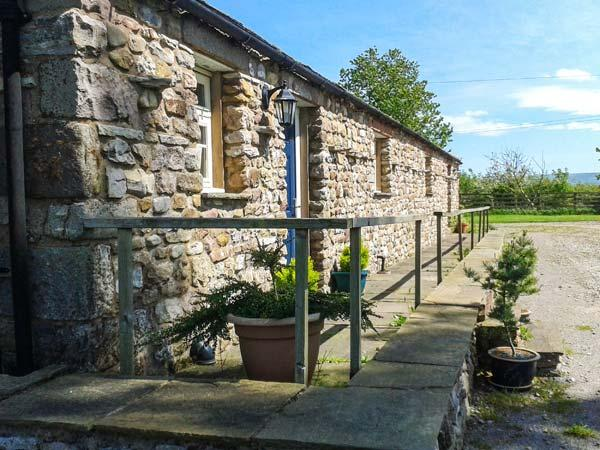 RAINBOW COTTAGE, pet friendly, character holiday cottage, with a garden in Soulby, Ref 2022 - Image 1 - Soulby - rentals