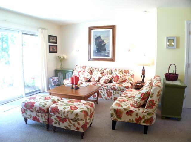 Living Area - $100 DISCOUNT on all JUNE arrivals: Ocean Edge - sleeps 6 with A/C & pool (fees apply) - HO0553 - Brewster - rentals
