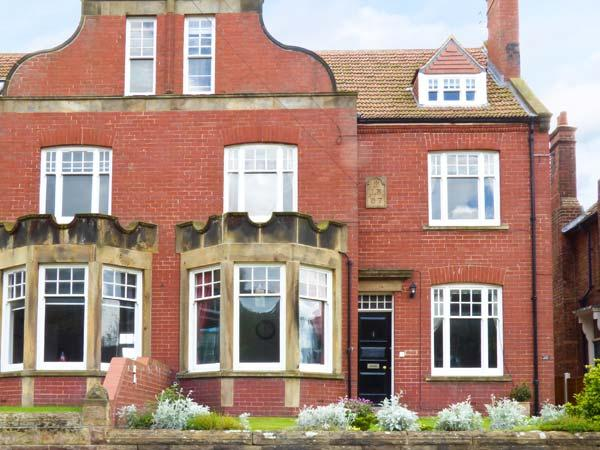 STERLING HOUSE, family friendly, with a garden in Robin Hood's Bay, Ref 3637 - Image 1 - Robin Hood's Bay - rentals