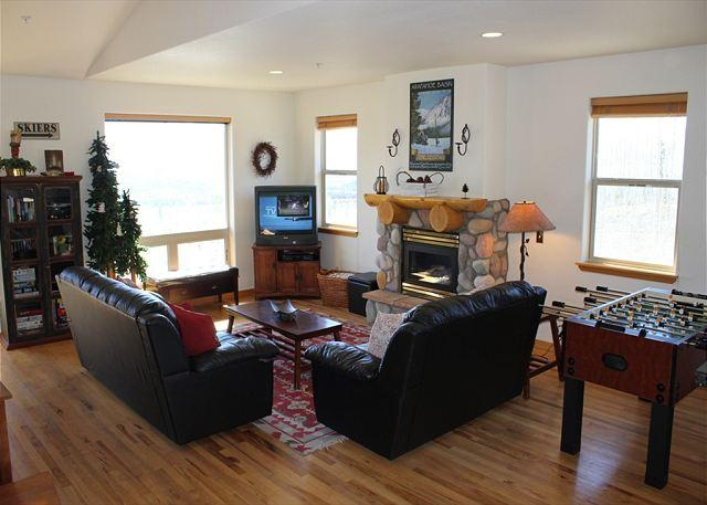 Picture Name - PV105D Desirable Townhouse w/Fireplace, King Bed, Clubhouse, Garage, Wifi - Silverthorne - rentals