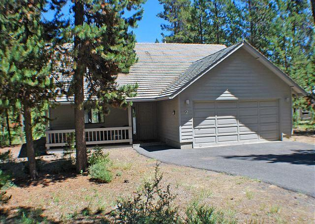 Front Exterior - Close to Village Mall & SHARC, Hot Tub, Pet Friendly,8 Unlimited SHARC Passes - Sunriver - rentals