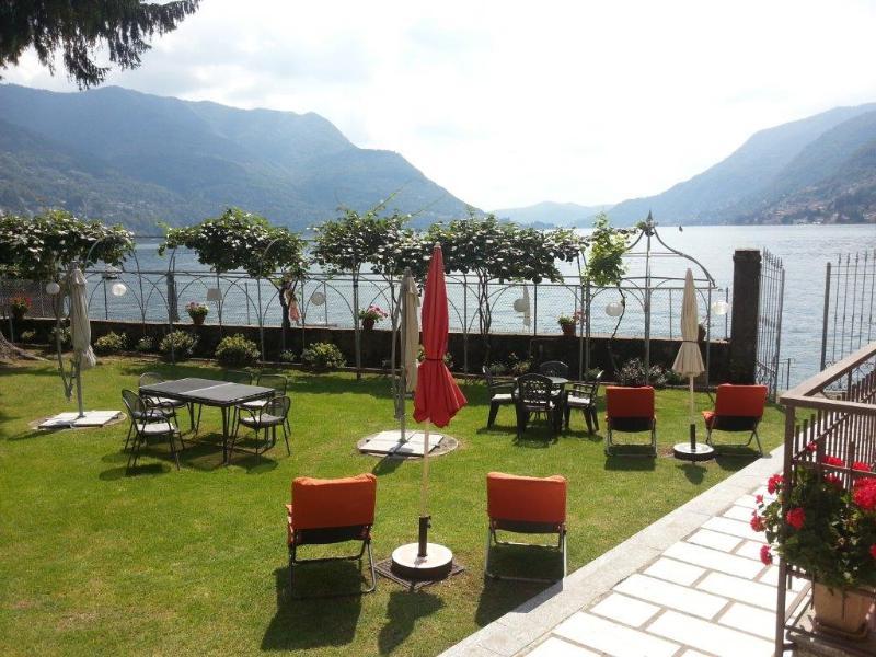 Relaxing in the garden area overlooking the lake - WATERFRONT - BEACH -  Villa Serenita - 2BDRM  VIEW - Pognana Lario - rentals