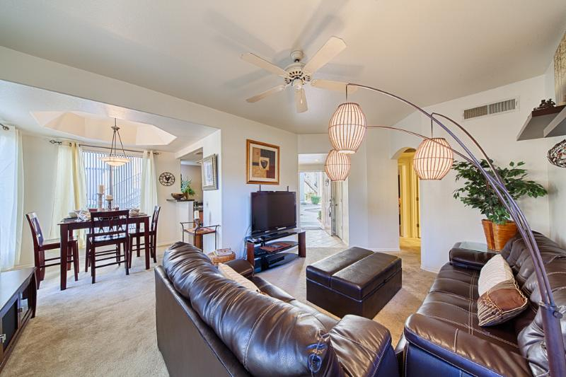 Open plan living and dining room - Cool contemporary Kierland condo- Best rates - Scottsdale - rentals