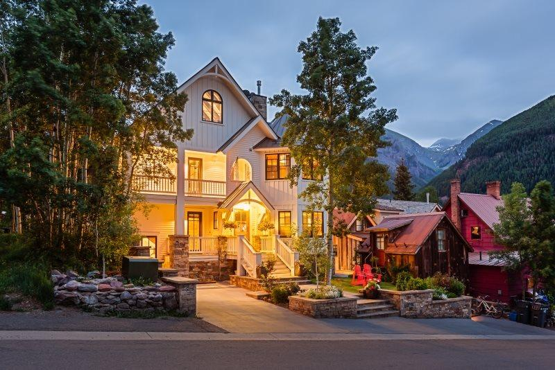 302 North Aspen - 5 bdr, 5.5 bath - Sleeps 10 - This impeccable downtown Telluride luxury vacation rental has high-end finishes, designer details and original artwork. - Telluride - rentals