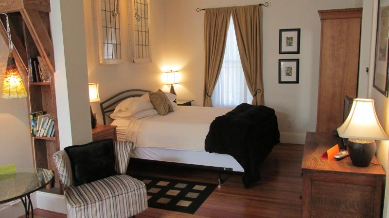 Stylish in-town studio for 2 in historic home - Image 1 - Saint Augustine - rentals