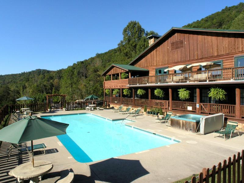 Exterior with Pool - Retreats and Reunions love it in Elk Lodge! - Townsend - rentals