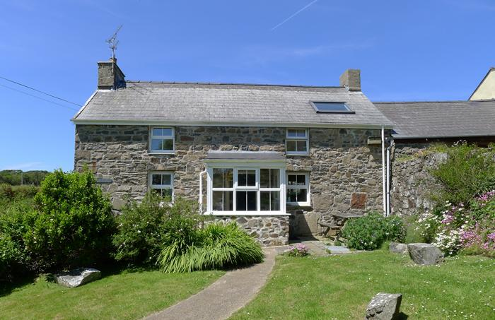 Pet Friendly Holiday Home - Fferm Ty Uchaf, Pwllderi, Strumble Head - Image 1 - Pembrokeshire - rentals