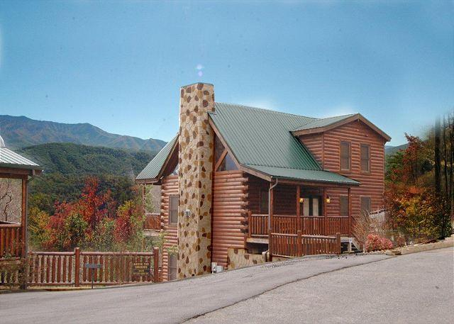 Smoky Mountains Cabin Rentals - Cabin in between Gatlinburg and Pigeon Forge Buck Naked Lodge 327 - Sevierville - rentals