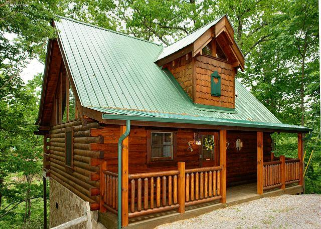 Dragonfly Dreams #1833- Outside View of the Cabin - 1 Bedroom Log Cabin Sky Harbor Resort between Gatlinburg & Pigeon Forge TN - Sevierville - rentals