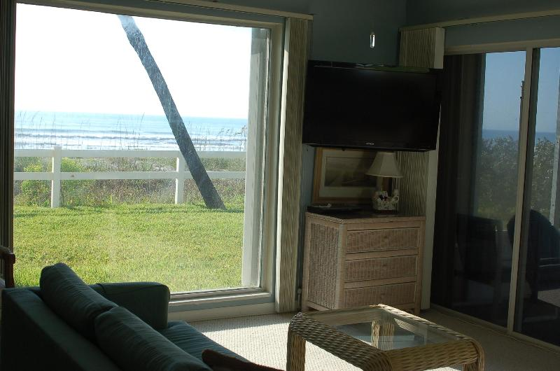 living rm / 2 ceiling to floor ocean views/ 2 new HD flat screen TV's - Summer DEALS/ Full OCEAN VIEWS/1st fl, quie - Cocoa Beach - rentals