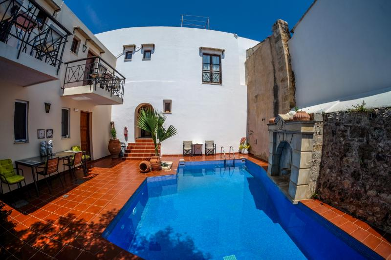 pool is in the middle - Romantic Holiday Apartments NEFELI (6) Crete - Atsipópoulon - rentals