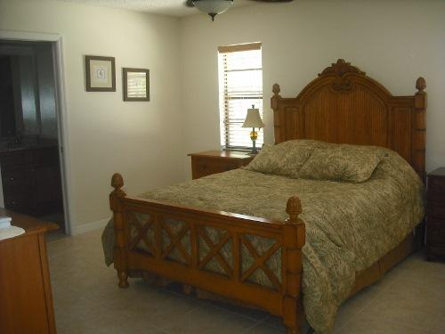 Spacious Master bedroom with private bathroom, double sinks - Florida Home - Melbourne Beach - rentals