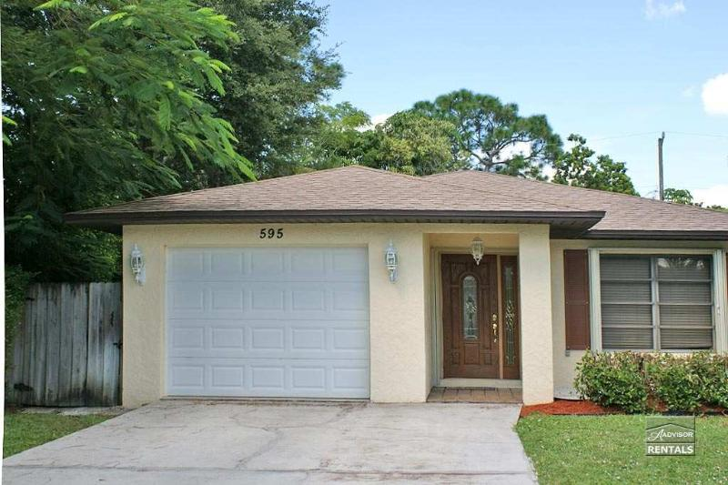 Enjoy your vacation in this cozy single family pet friendly home - Image 1 - Naples - rentals