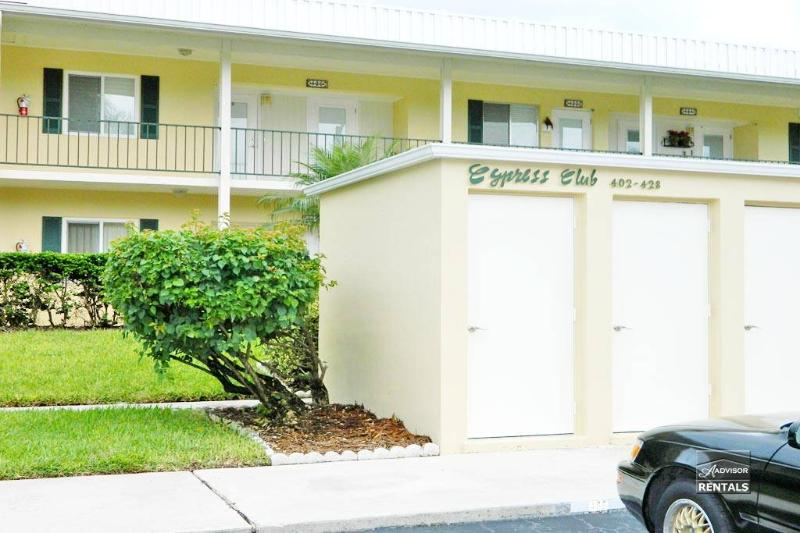 Experience Naples living in this adorable 1 bed 1 bath condo - Image 1 - Naples - rentals