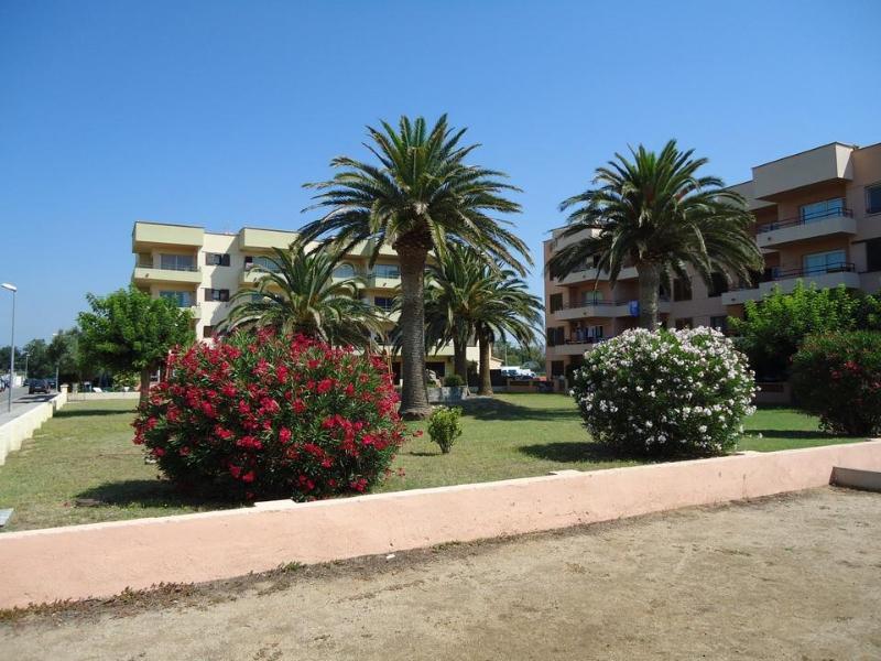 Apartment With Pool - HUTG-005950 - Image 1 - Empuriabrava - rentals