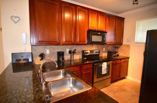 Minutes to Disney this spacious Bella Piazza condo has 2 bedrooms and 2 baths. 907CP-923 - Image 1 - Orlando - rentals