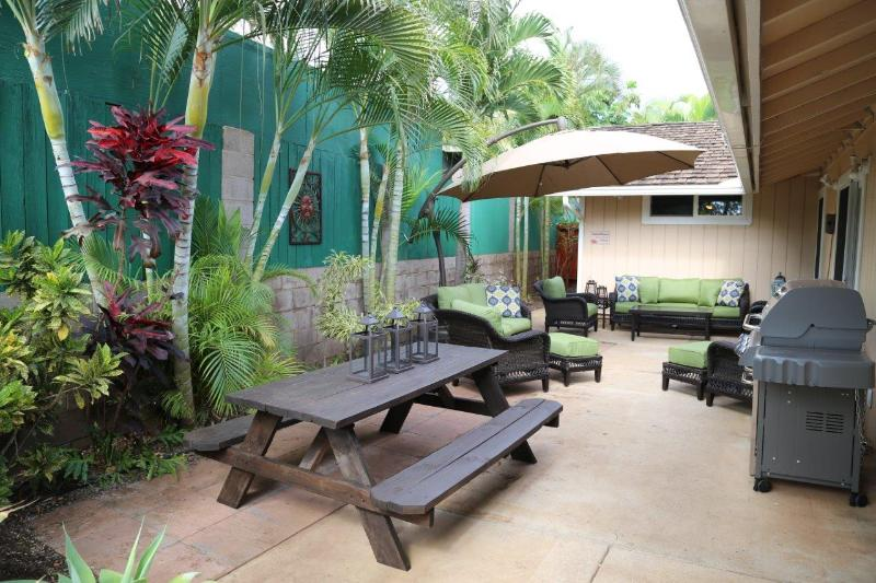 Relax in the shade of your own hidden garden or BBQ with Weber gas grill - Family friendly house w/ hot tub walking distance - Kihei - rentals