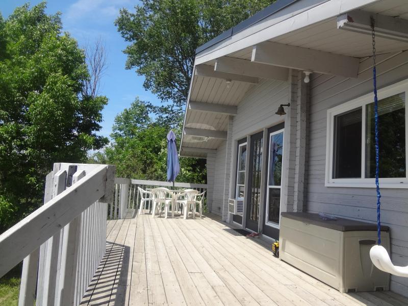 Lakeside Deck - Waterfront Cottage McKellar/Parry Sound Ontario - McKellar - rentals