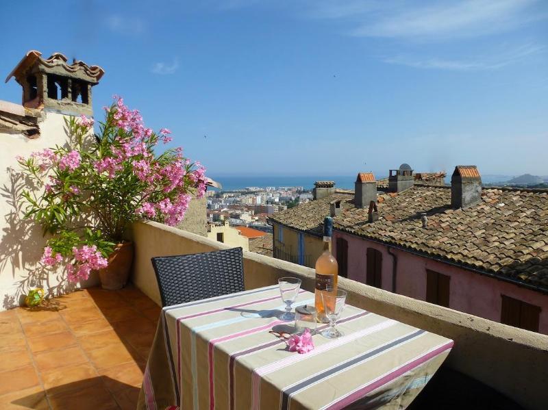 Upper terrace sea view - Gorgeous Village Home - Seaview Terraces, Wifi, AC - Cagnes-sur-Mer - rentals