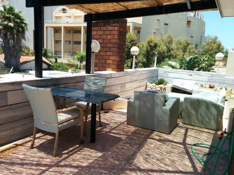 Shaded terrace for dining and relaxing - Near Beach:2 Bedroom Apt-large Balcony: - Herzlia - rentals