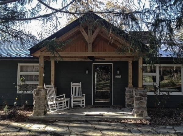 front porch with rocking chairs - Cozy Mountain home near Greenbriar & Homeste - Covington - rentals