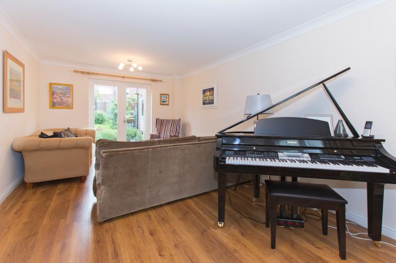 Enjoy yourself at the piano - Holidays in The Cotswolds - Cheltenham - rentals
