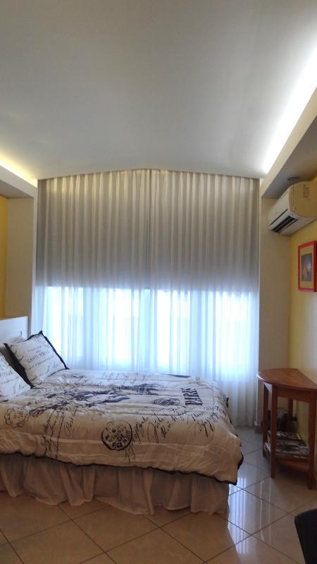Queen Size Bed - Beautiful, Updated & Best Location - San Juan - rentals