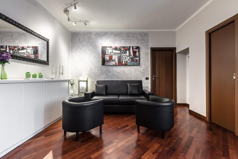 The living room with a black sofa bed - Perfect stay in the heart of Milan!! - Milan - rentals