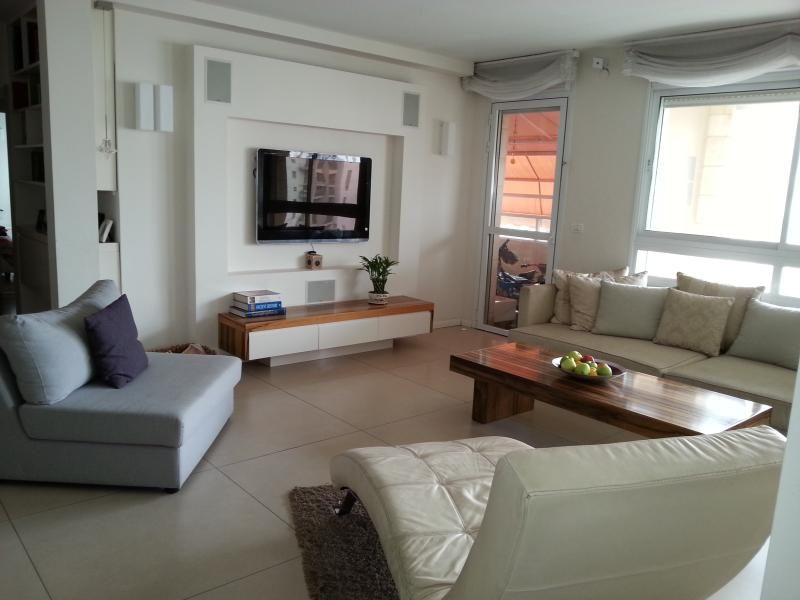 Salon/Living Room - 3 BR Ramat Aviv - Modern, Bright & Close to beach - Gedera - rentals