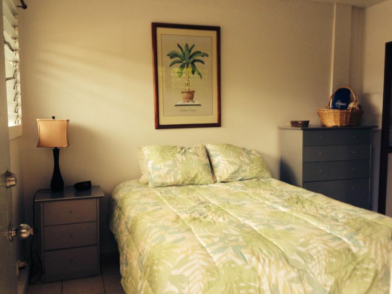 Queen size bed - Quaint tropical cottage walk to beach covered lana - Kailua - rentals