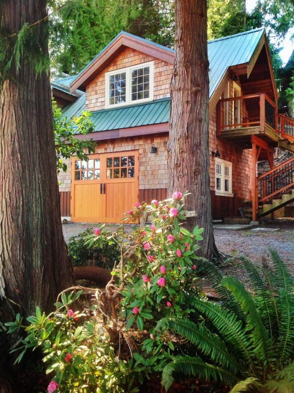 The shingle sided Carriage House is nestled under a 600 year old eagle tree. - Lovely Waterfront Suite, Short Walk to Shops - Bowser - rentals