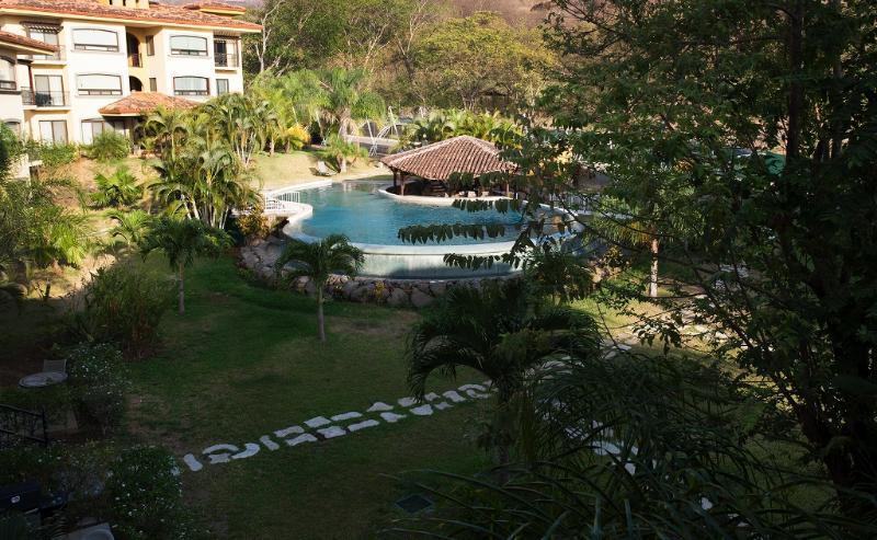 Pool view - The Oaks Tamarindo Penthouse 72 - Tamarindo - rentals