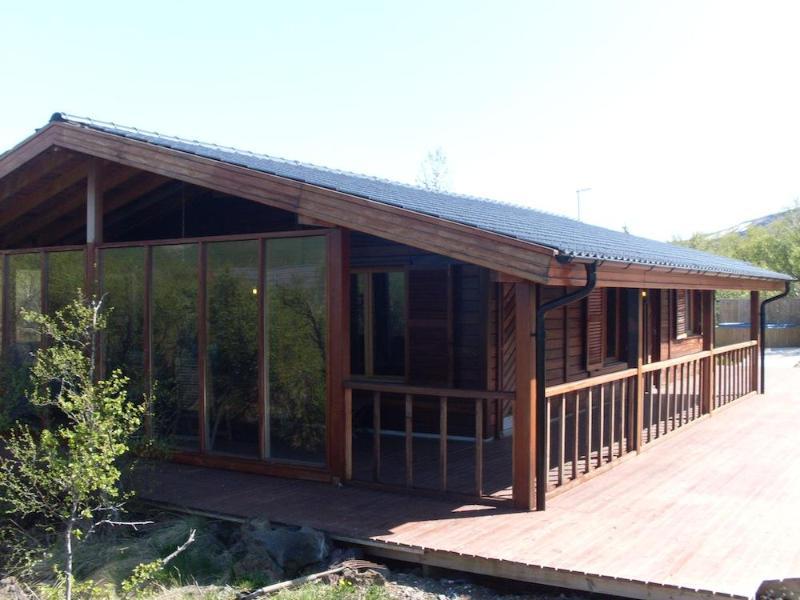 Luxury 3 bedroom summerhouse in Husafell - Image 1 - Hraunfossar - rentals