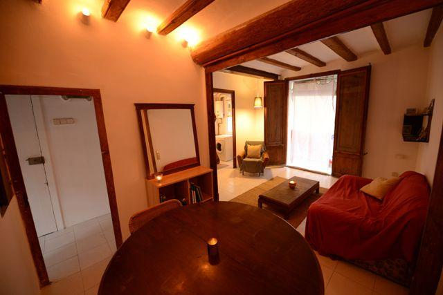 Dining Room and Living Room - Gothic Quarter 1 Bedroom Apartment - Quiet & Sunny - Barcelona - rentals