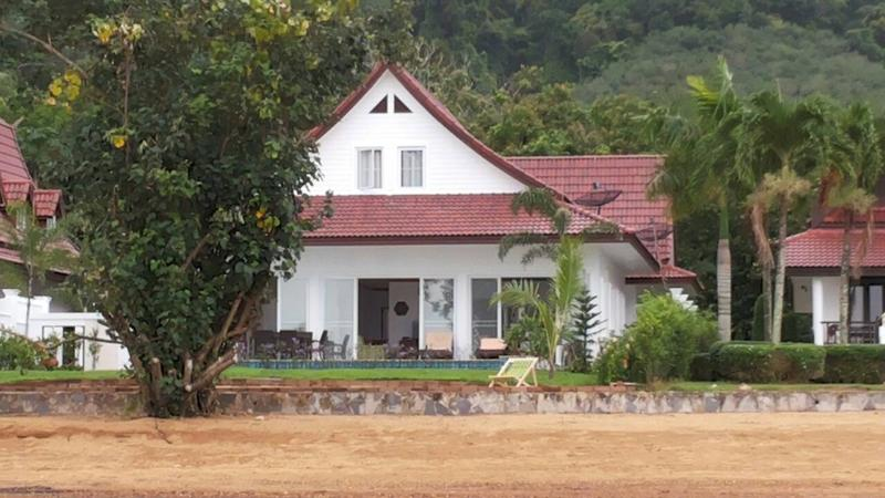 Camellia 3 Bedroom Beachfront Home with Private Pool - Image 1 - Koh Chang - rentals